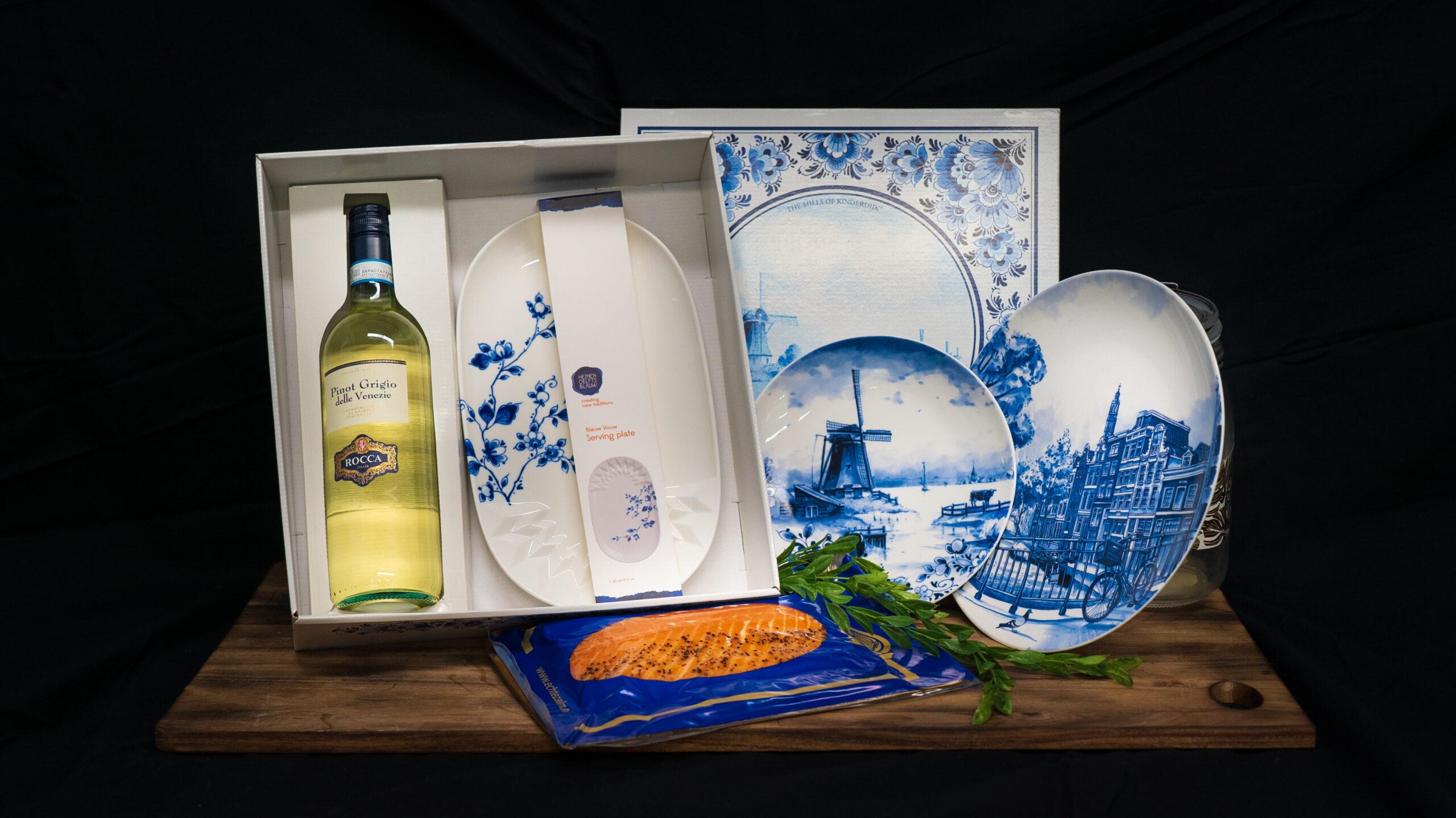 Met trots presenteren wij u: De Dutch Icon Collection! In samenwerking met Heinen Delfts Blauw hebben wij dit speciale pakket samengesteld. In dit pakket vindt u 600 gram gerookte Echte…